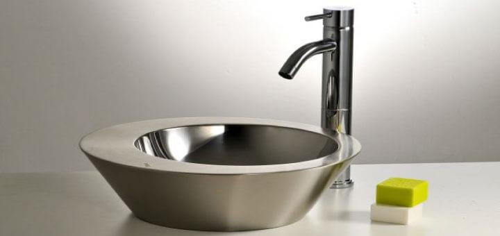 Uso del acero inoxidable en baños públicos