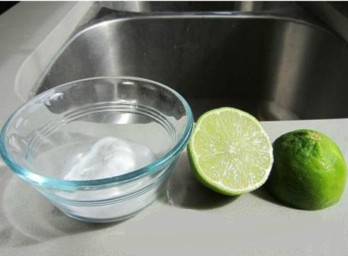 Limpia de forma rápida y sencilla tu lavabo de acero inoxidable